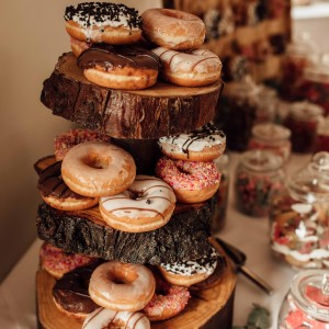 Log Slice Cake stand to hire. Photo from Ania Ames Photography.